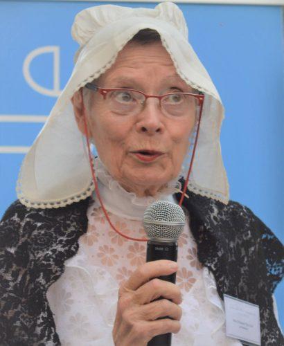 Mademoiselle TOULOUSE - Prtrésidente de l'Association d'Arts Plastiques de La Rochelle