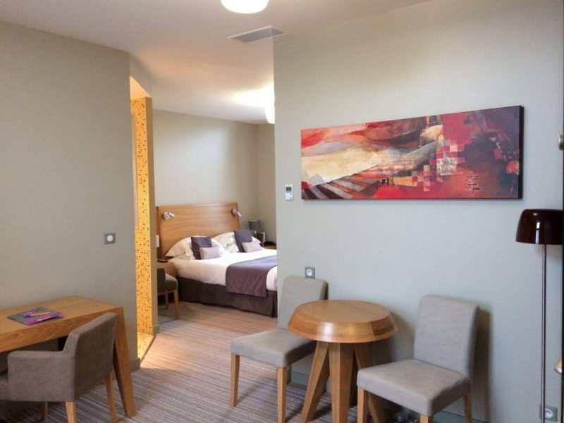 Expositions à l'Hotel du Chateau de Lagord - Oeuvres exposées dans les chambres