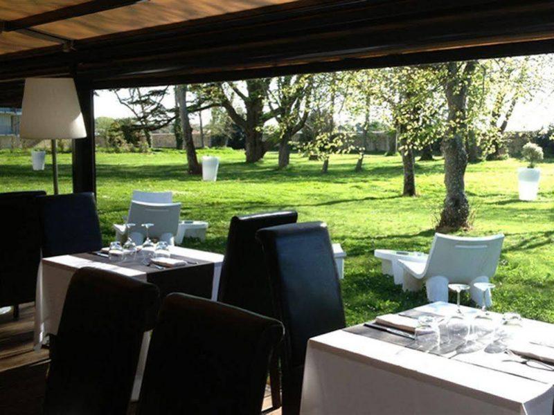 Expositions à l'Hotel du Chateau de Lagord - Veranda (2)
